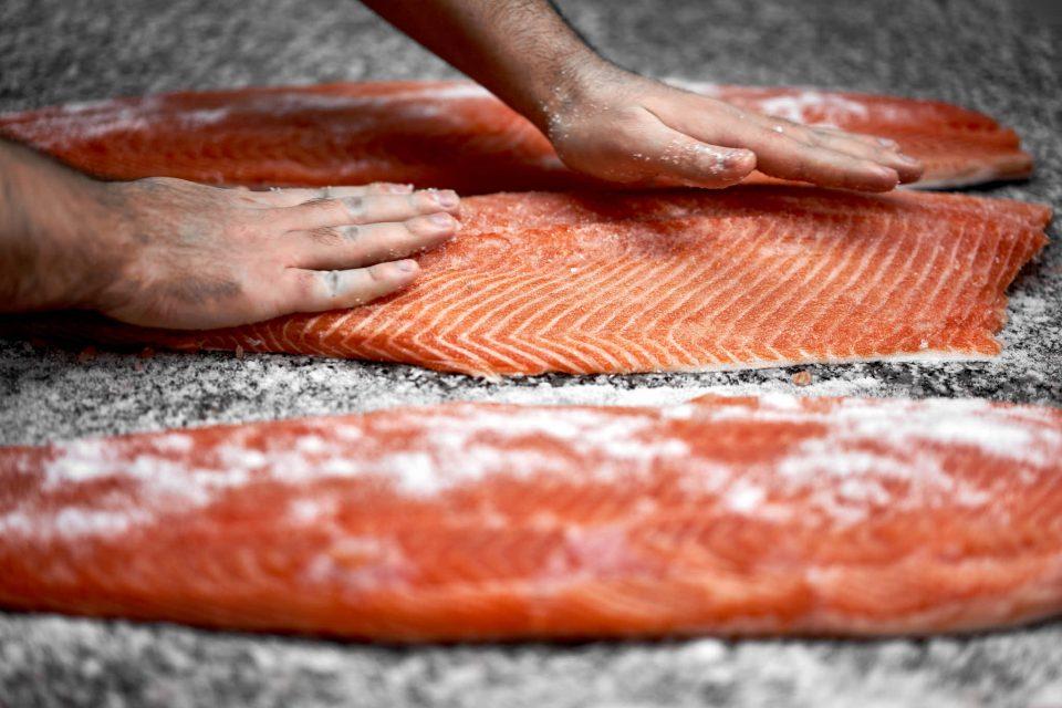 salmone-affumicato-massaggio
