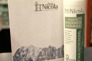 Aosta. Il dentifricio per enogastronomi del dottor Andrea Nicola nella calza della Befana