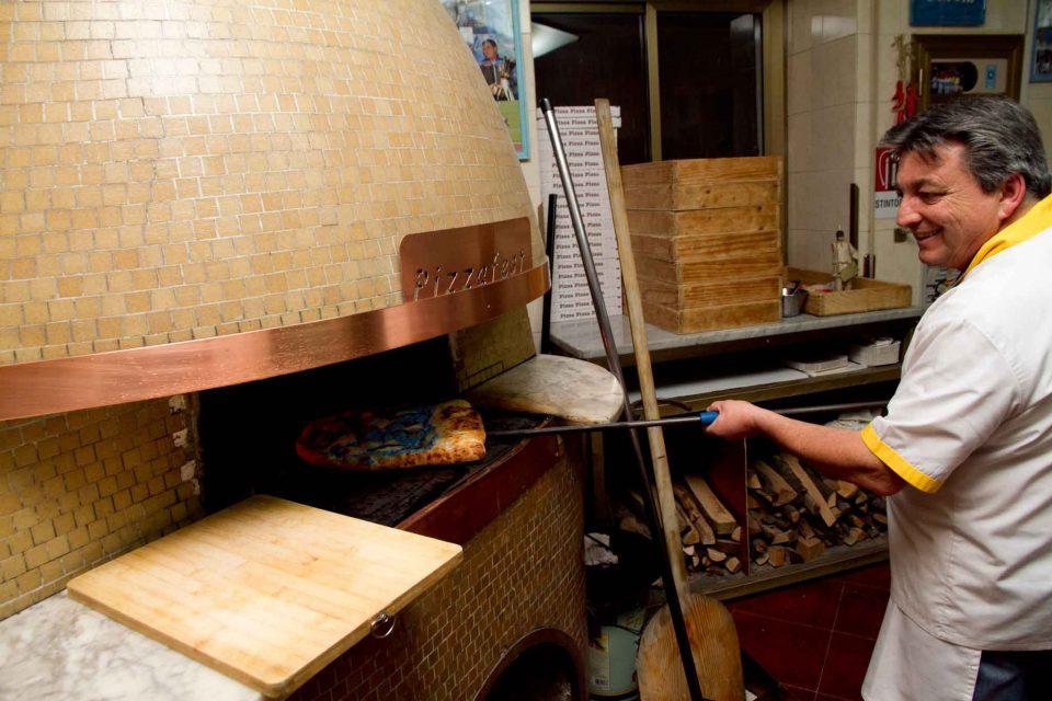 Vincenzo Giustiniani inforna pizzeria Capatosta