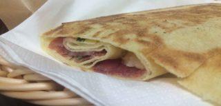 Milano. Lo street food sardo del Carasino, cioè il pane carasau in forma di panino