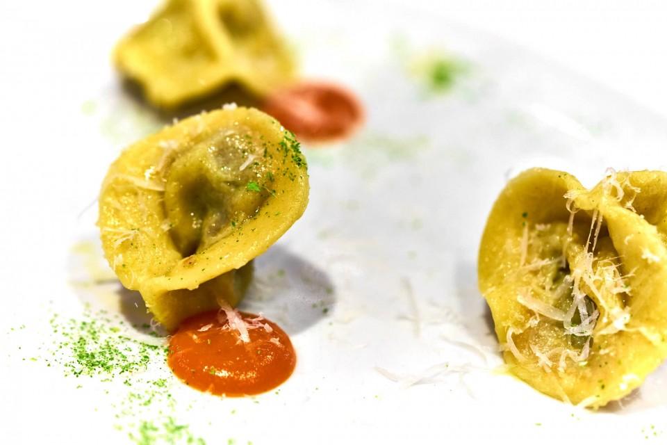 marco bottega tortelli di coda di bue con coulis di carote e polvere di sesamo