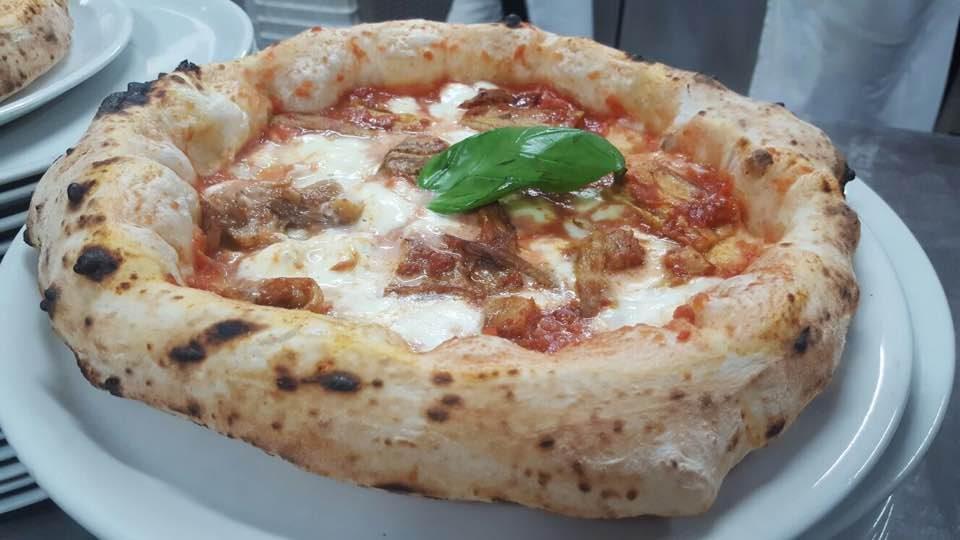 pizza-parmigiana-i-masanielli-salvatore-martucci