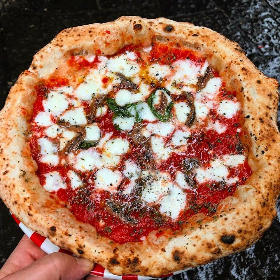 pizza con alici siciliane Gino Sorbillo