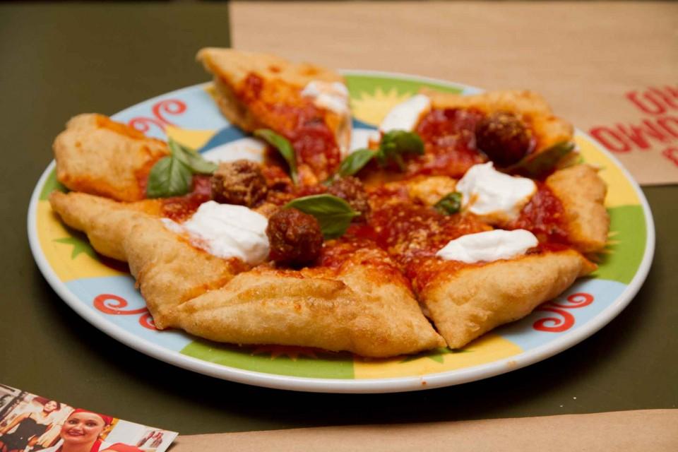 pizza-fritta-teresa-iorio-polpette-ragu