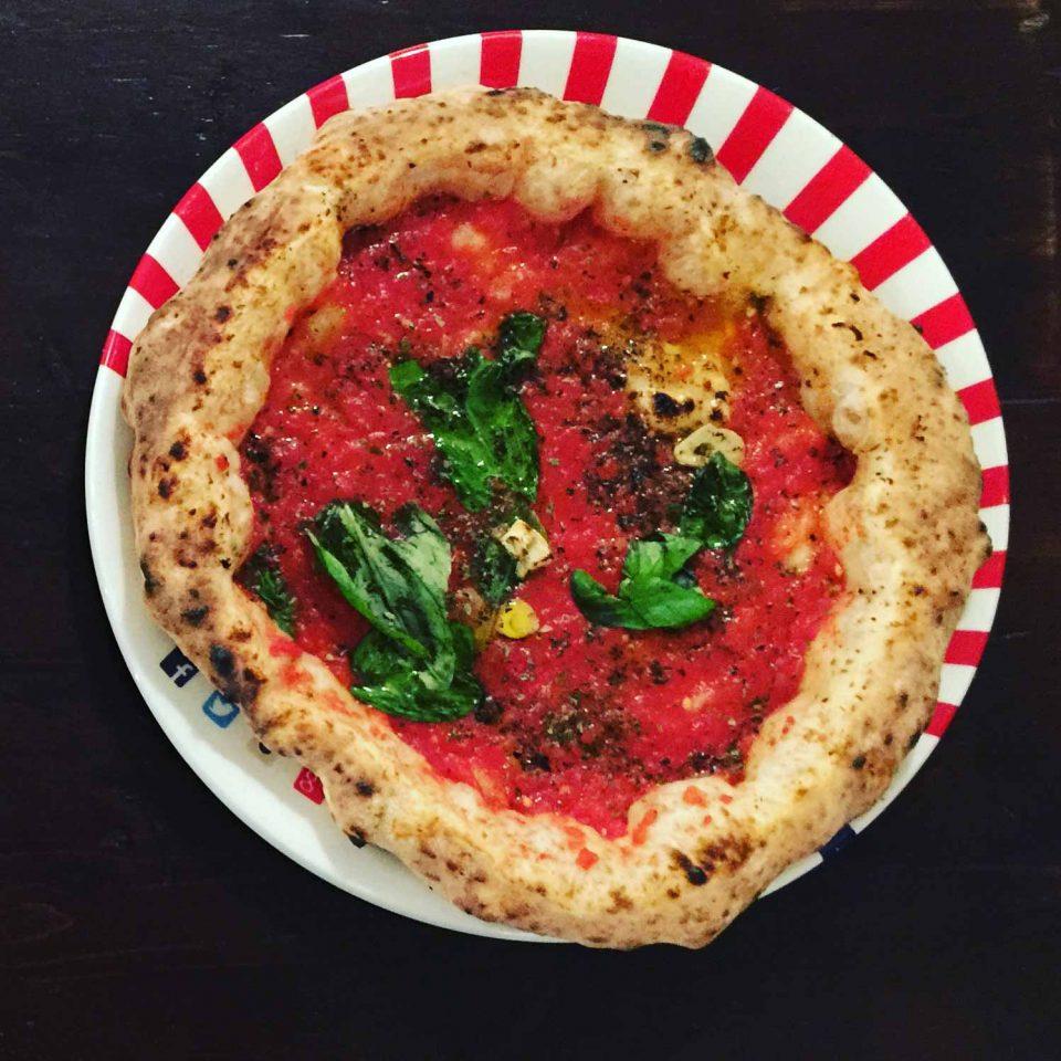 pizza marinara hovercraft canotto Gino Sorbillo