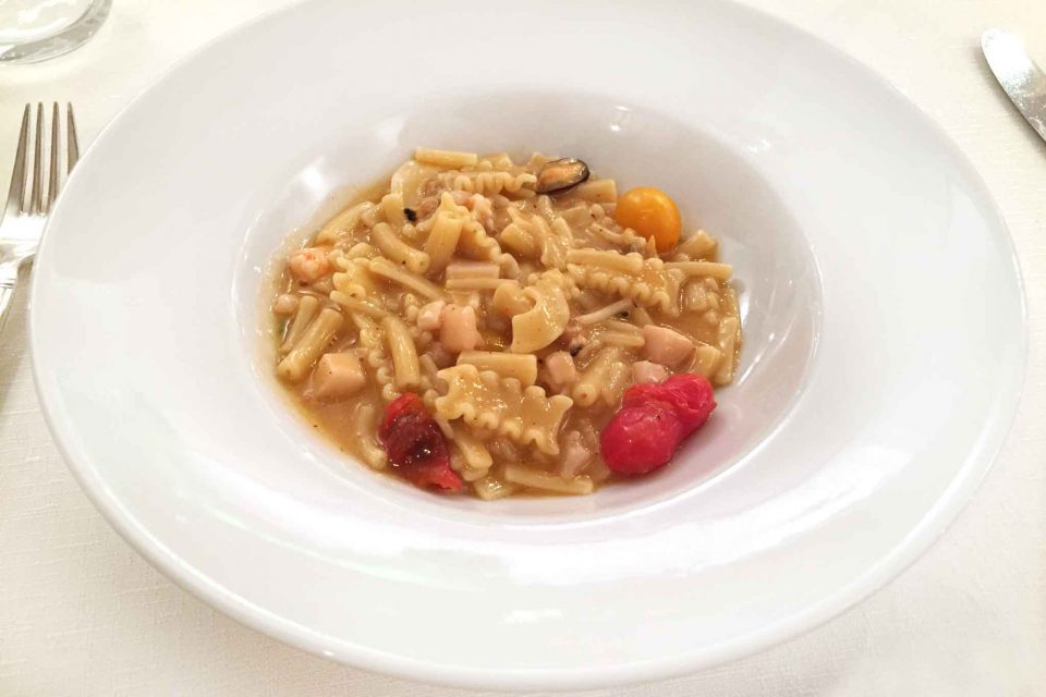 zuppetta-pasta-mischiata-frutti-mare-seppie
