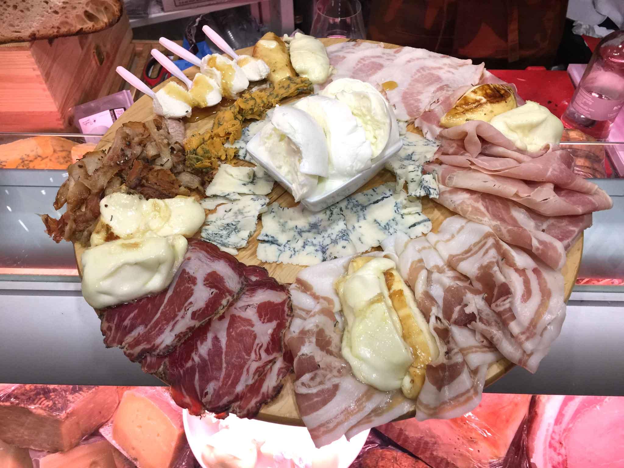aperitivo salumi formaggi Campania Mia