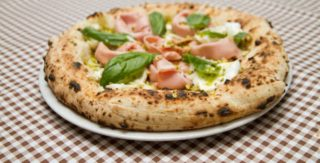 Pizza. La guida alla guerra in corso tra canotto e tradizione