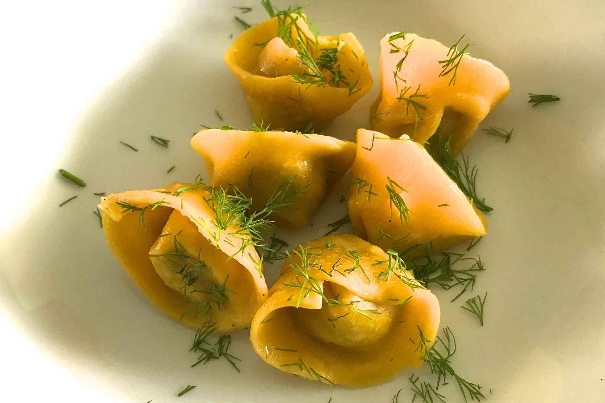 """Burro e alici. La ricetta perfetta dei tortelli con la """"mozzarella di bufala"""" di Antonello Colonna"""