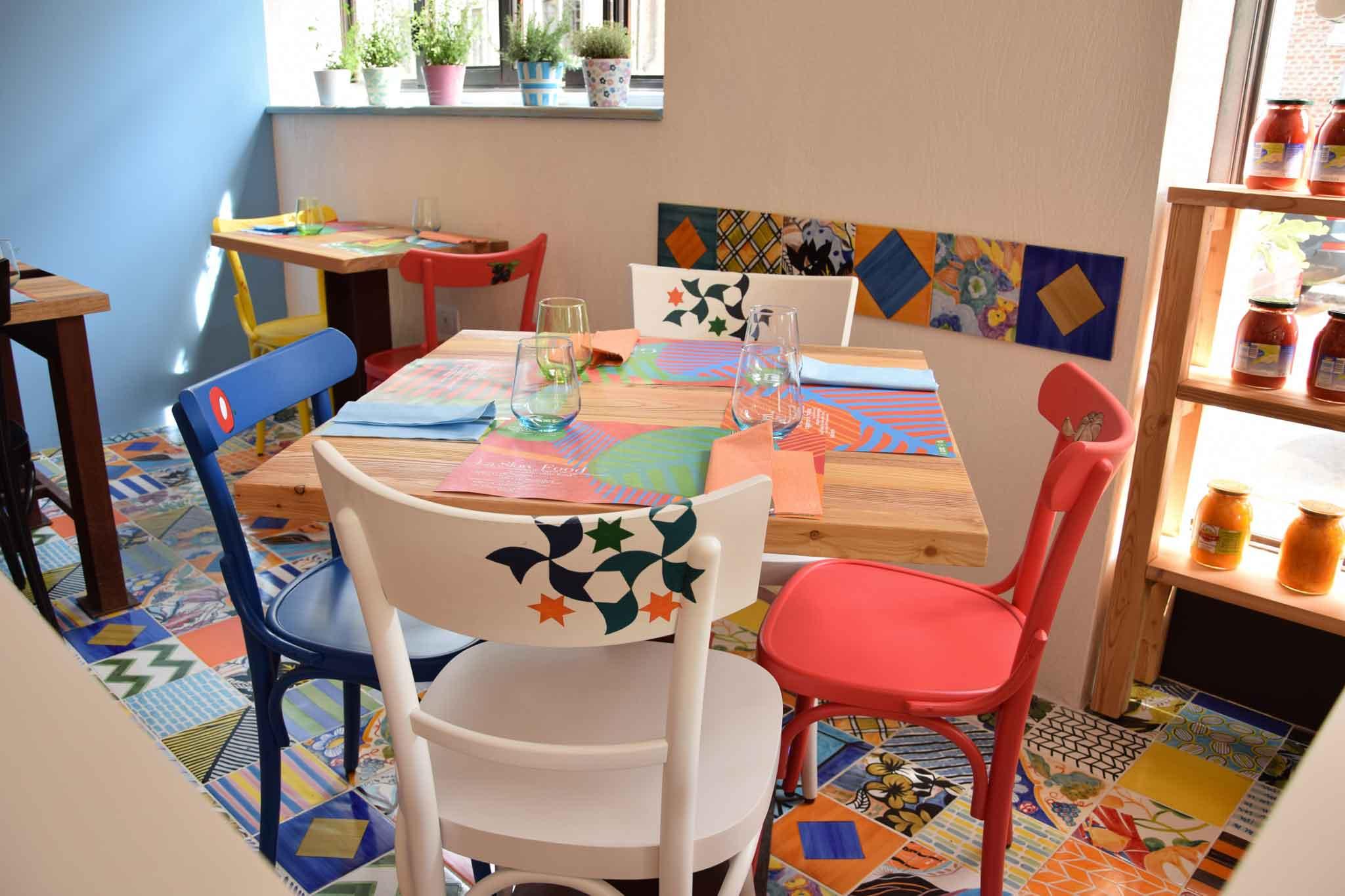 Sedie Dipinte A Mano : Capperi che pizza e che prezzi elevati nella nuova pizzeria gourmet