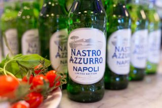Birra. Gino Sorbillo tiene a battesimo la special Napoli Nastro Azzurro: chi traina chi?