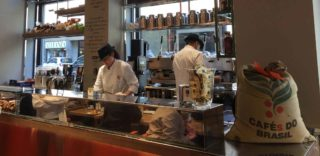 Milano. Il caffè napoletano è buonissimo da Chicco do Mexico al Carrobbio
