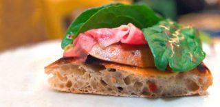 Roma. La pizza alla Gatta Mangiona sorprende con pesce e gelato
