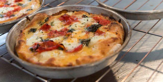 Pizza fatta in casa cottura teglia