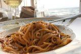 Sardegna. 3 indirizzi sulla spiaggia di Calasetta, Capo Malfatano e Chia per mangiare in riva al mare