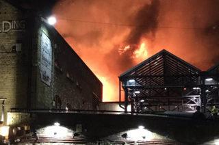 Londra. In fiamme Honest Burgers al Camden Market, quarta destinazione turistica della capitale