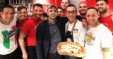 Pizza. Roberto Saviano da Gino Sorbillo a Napoli per il Bacio feroce tour