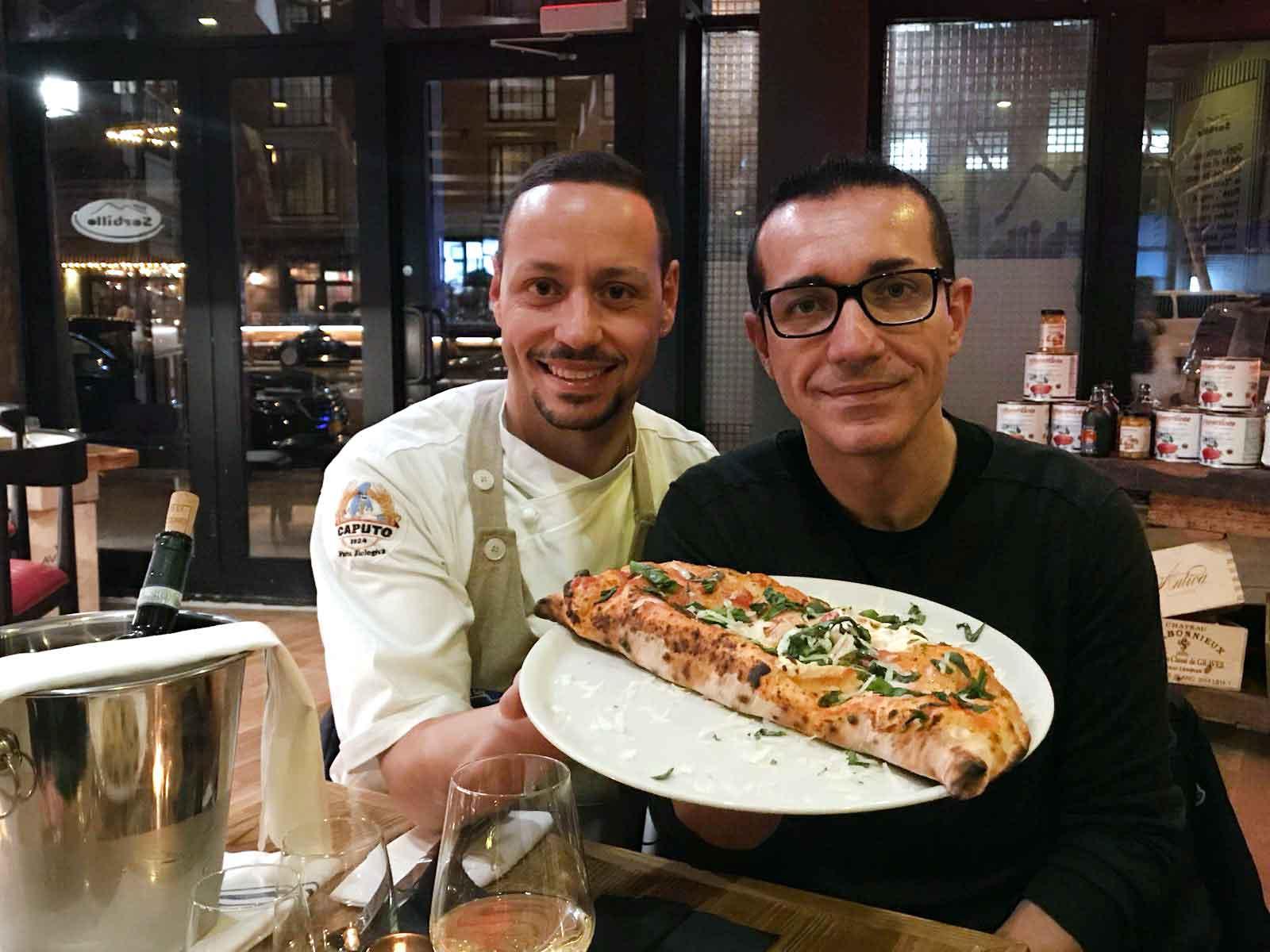 Gino Sorbillo apre la nuova pizzeria con pizze dei Tribunali e ...
