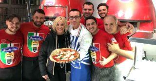 Antonella Clerici da Gino Sorbillo per assaggiare la pizza a Napoli