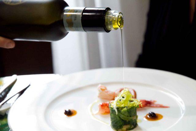 Olio extravergine di oliva piatto