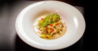 Trofie con vongole, calamari e cicerchie: la ricetta del Pastabar