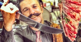 Chi è Knife Man, il macellaio che segue la via del sale come Salt Bae