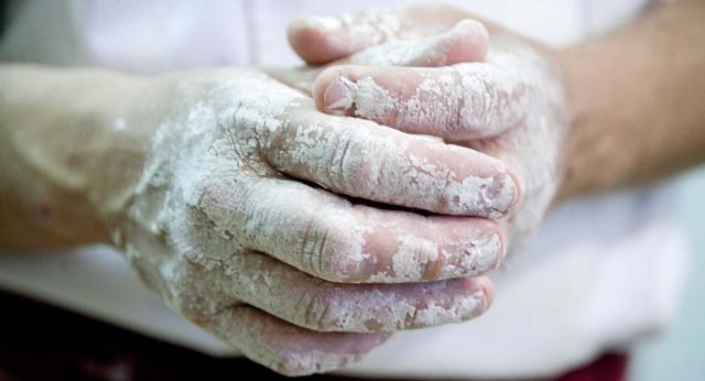 Mani sporche di farina