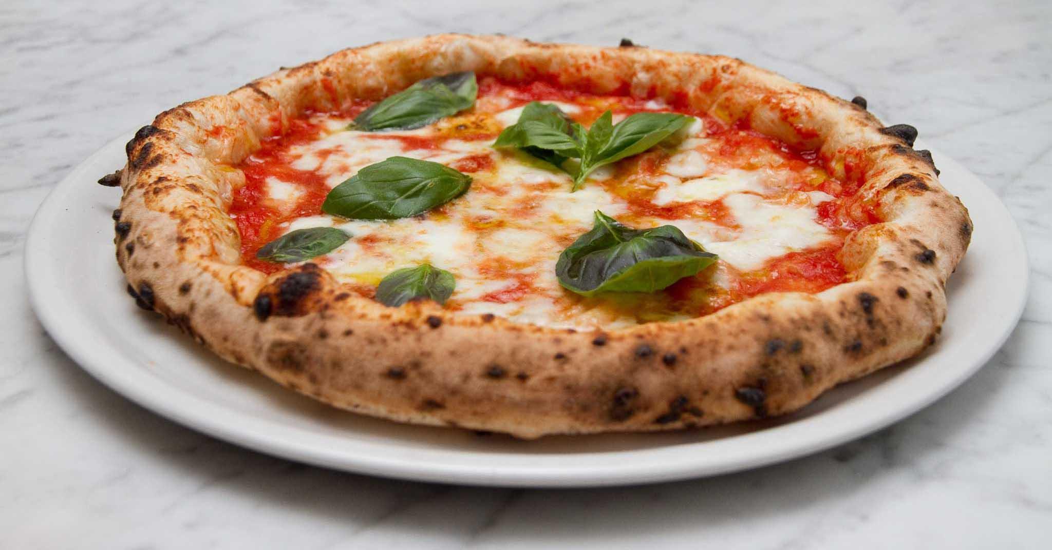 dell\u0027usurpatore Vittorio Emanuele II Savoia,Carignano, fece sí una  splendida operazione commerciale (la pizza margherita sarebbe diventata  famosissima