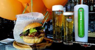 Hamburger. La ricetta dello Stamppot Burger da mangiare in Darsena a Milano a 8 €