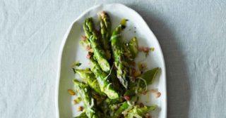 Asparagi. La ricetta con pancetta e porri che crea dipendenza