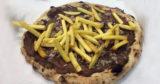 Napoli. Peggio della pizza Cracco c'è la salsiccia, patatine e nutella: ma è per soldi