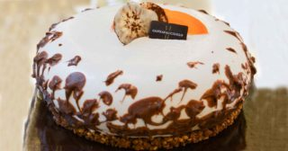 Antonino Cannavacciuolo consegna le torte a casa