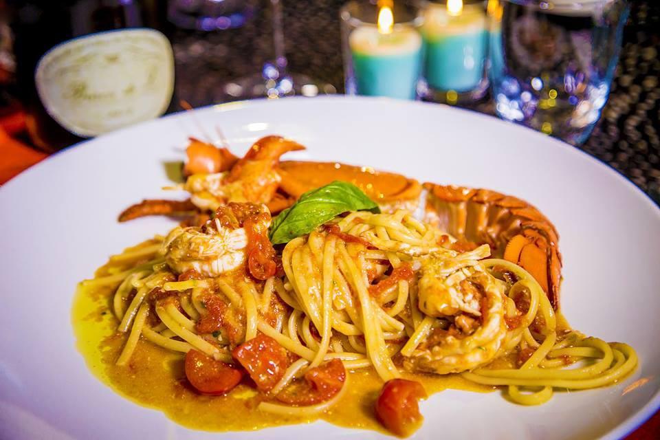 brand new 35863 d56ad Milano. Menu e prezzi di Just Cavalli che mette insieme cibo ...