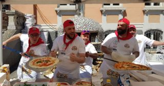 Il Gruppo Piccola Napoli conquista il record mondiale con 10.170 pizze sfornate in meno di 24 ore