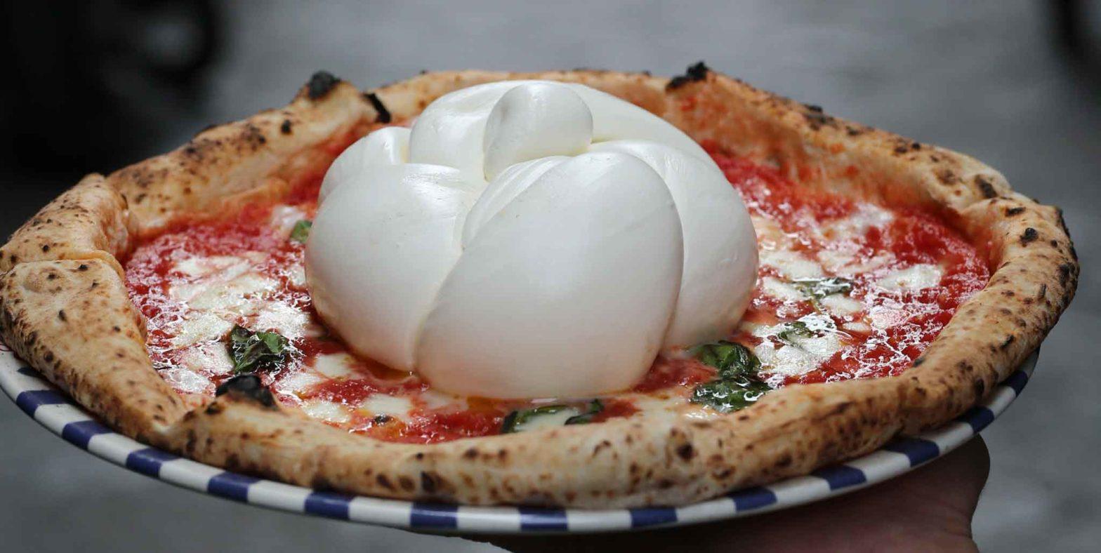 sulla pizza ci va il fiordilatte o la mozzarella?