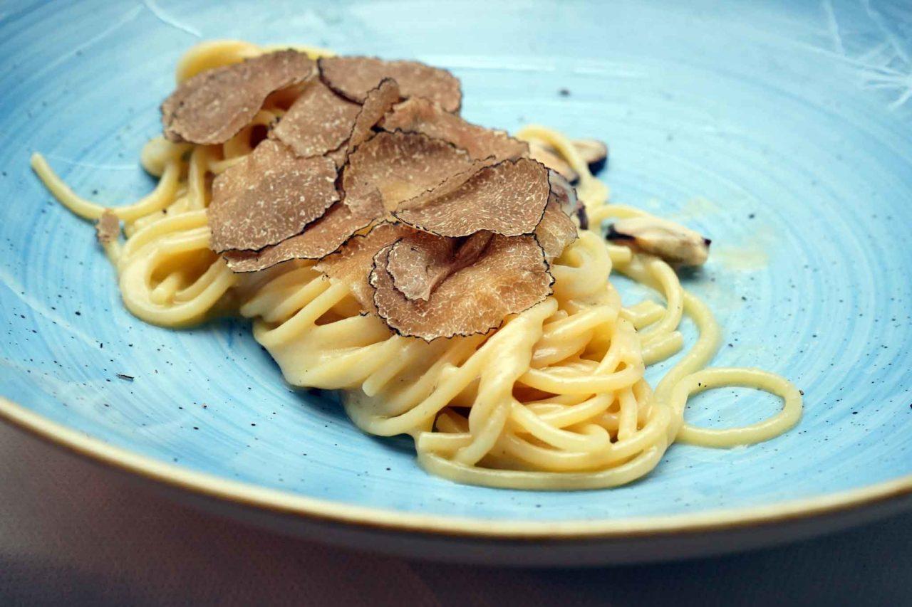 spaghetti cacio cozze tartufo il Veliero Acciaroli