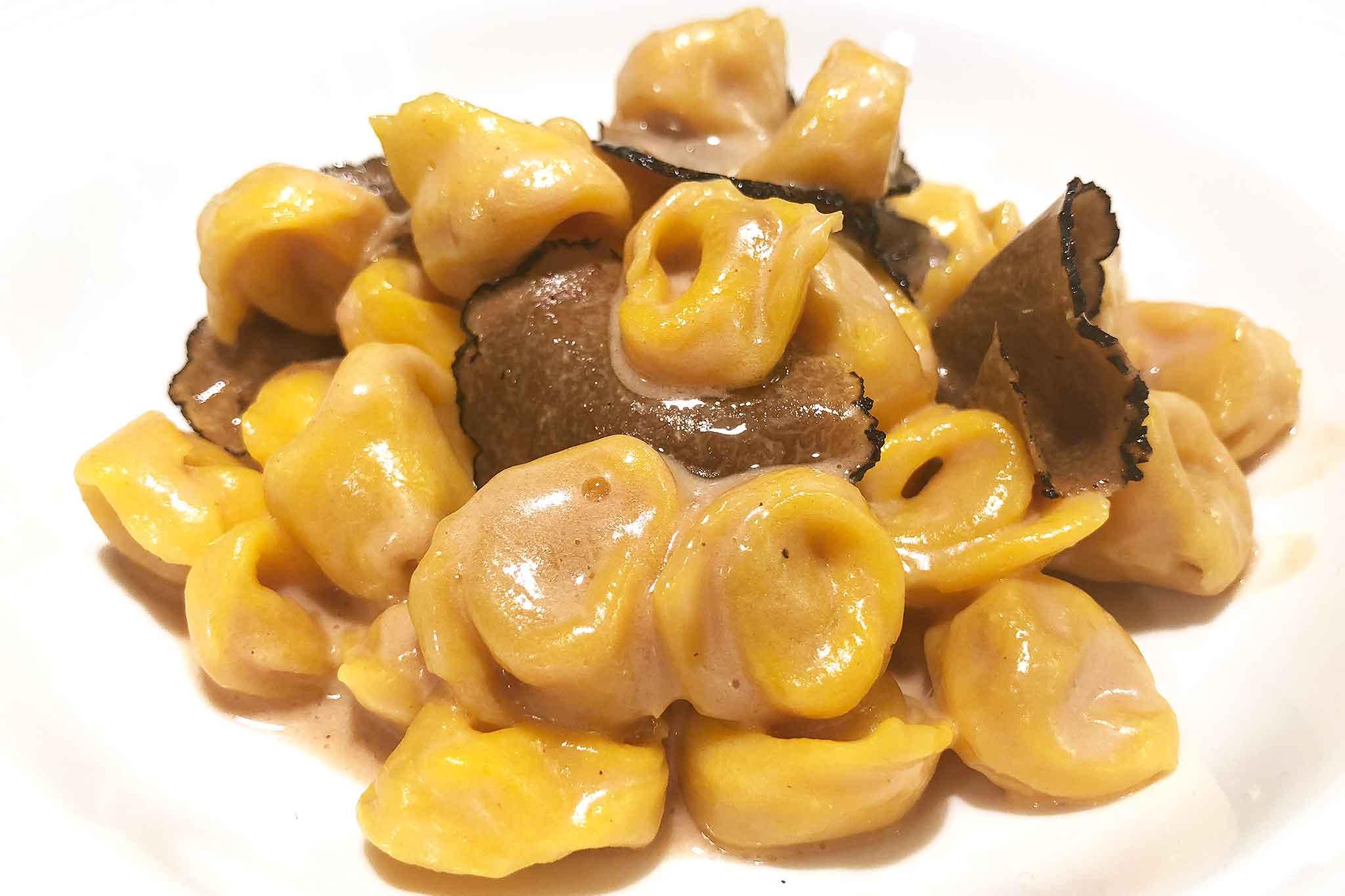 Cappelletti-di-cinta-senese-burro-nocciola-tartufo-bianco.jpg