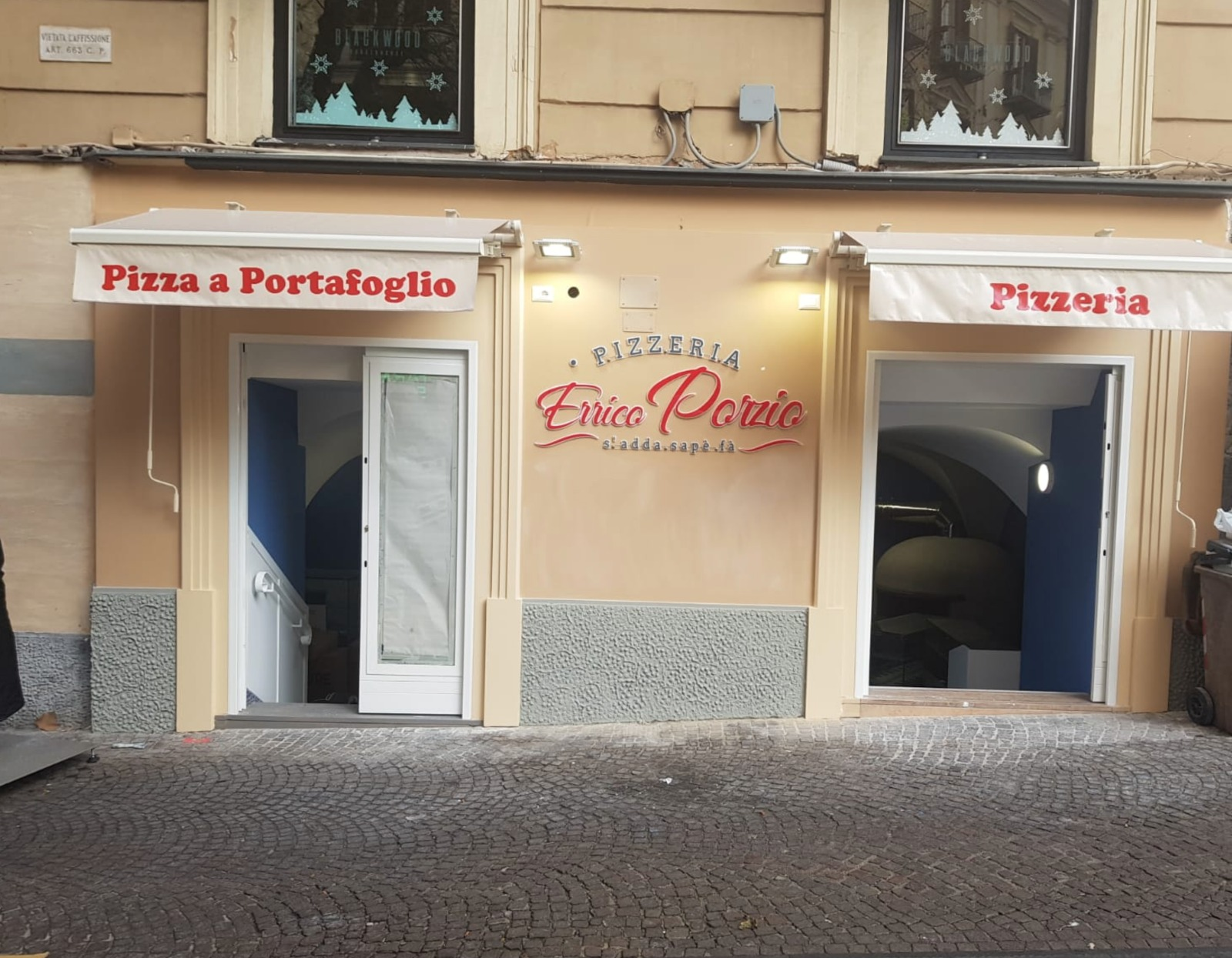 """8dc9115fdb Porzio lancia la sua versione della pizza a portafoglio ma nel nuovo locale  non sfornerà solo le pizze """"da passeggio"""" ma anche pizze da asporto a  domicilio ..."""