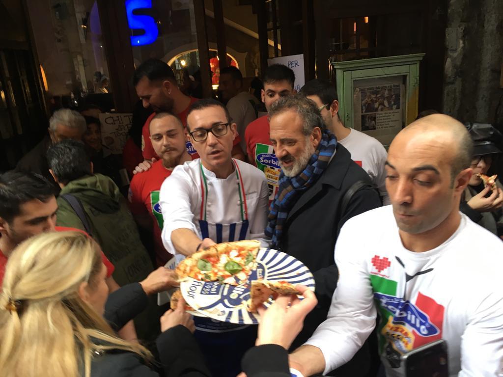 Gino Sorbillo riapre dopo la bomba