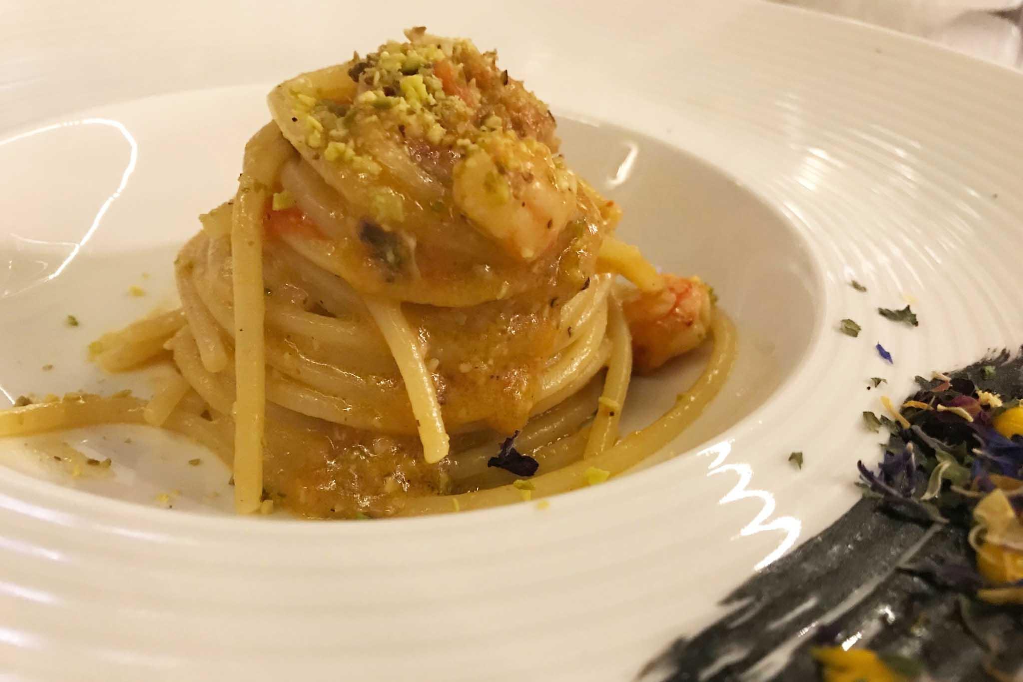 spaghetti alla chitarra gamberi rossi e pesto pistacchi