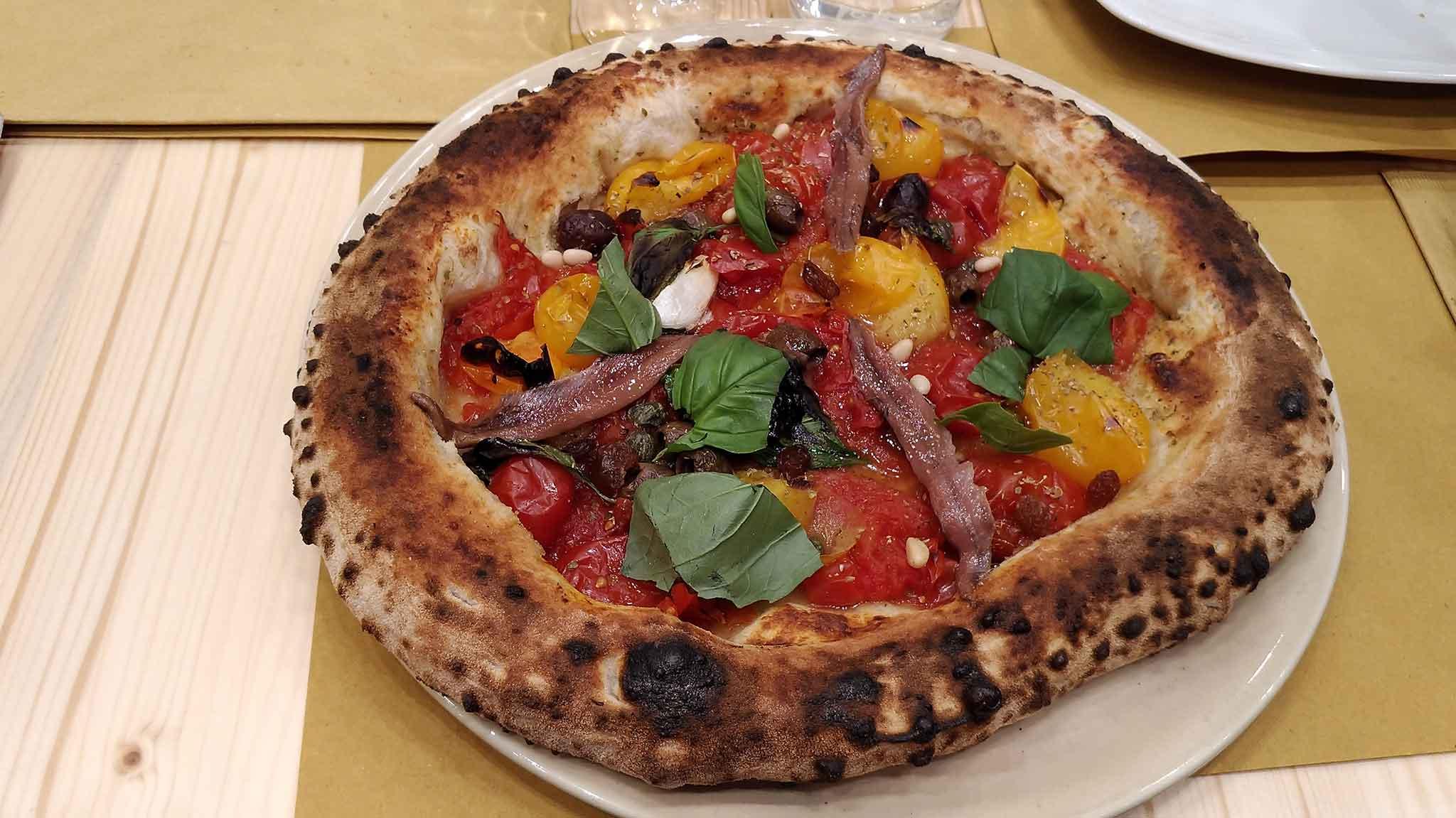 Macerata Campania. La pizza di Luca Doro che vuol dirsi gourmet