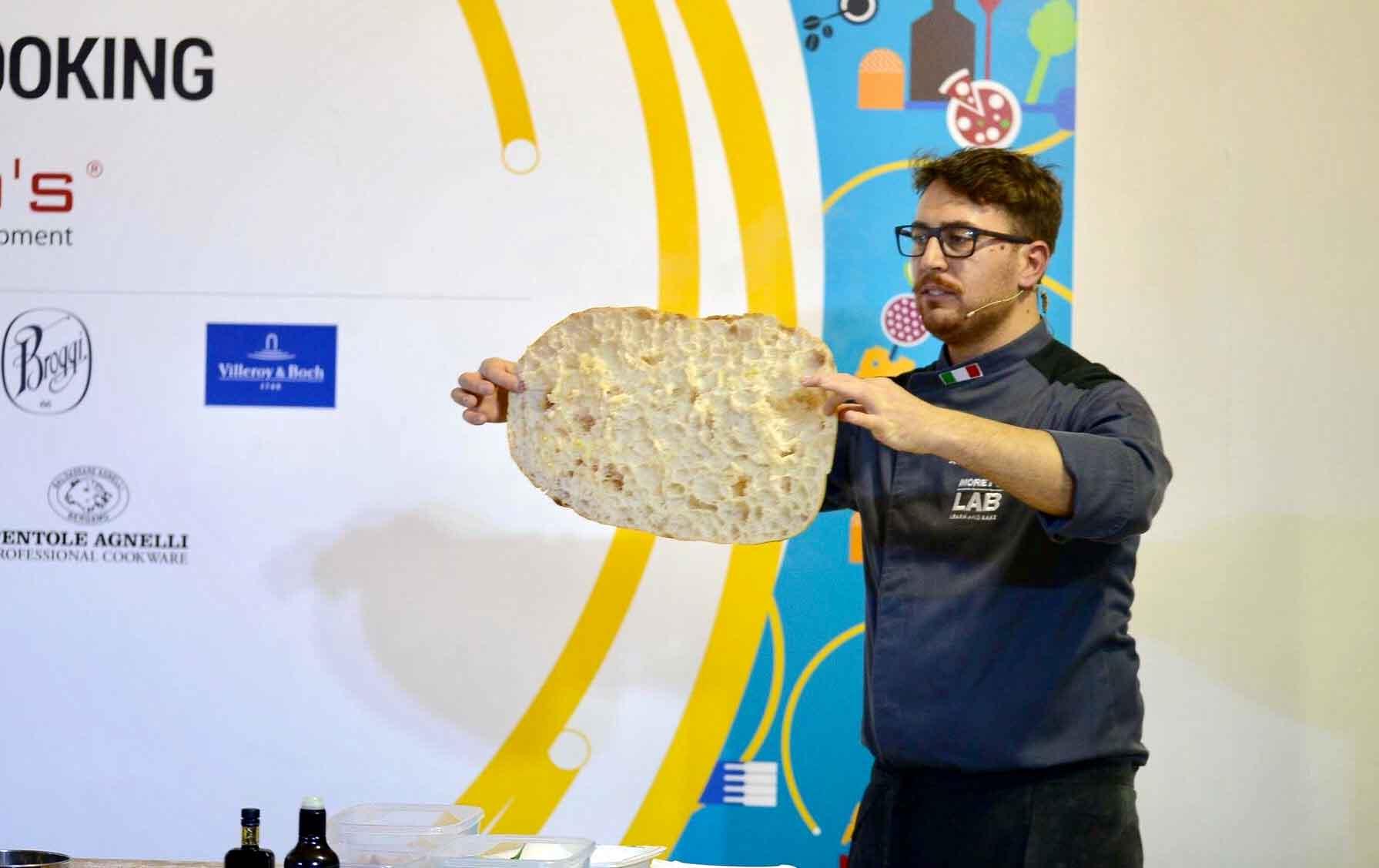 Lezioni di Pizza Supercrust alla romana con biga