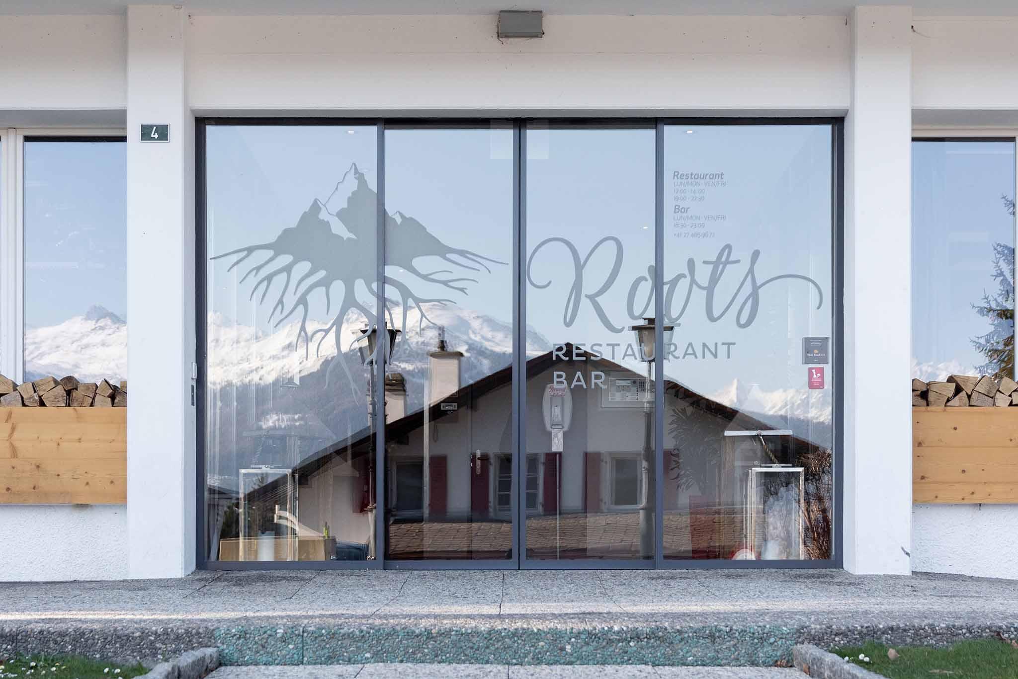 Roots ristorante didattico Les Roches Svizzera insegna ristorante