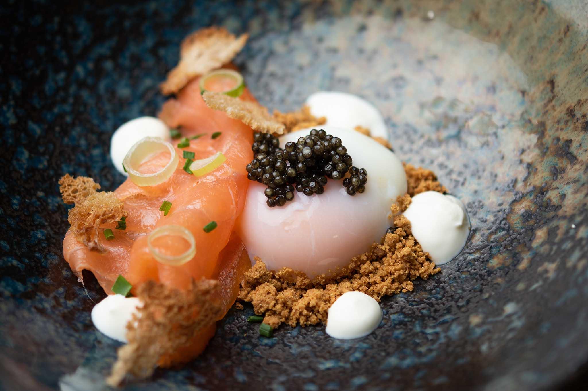Roots ristorante didattico Les Roches Svizzera salmone uovo poché