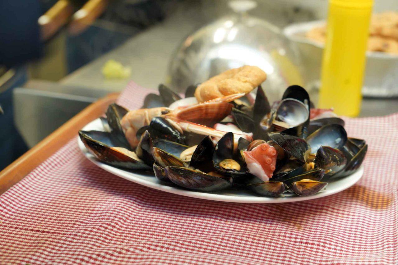 la zuppa di cozze della Figlia d''o Marenaro a Napoli