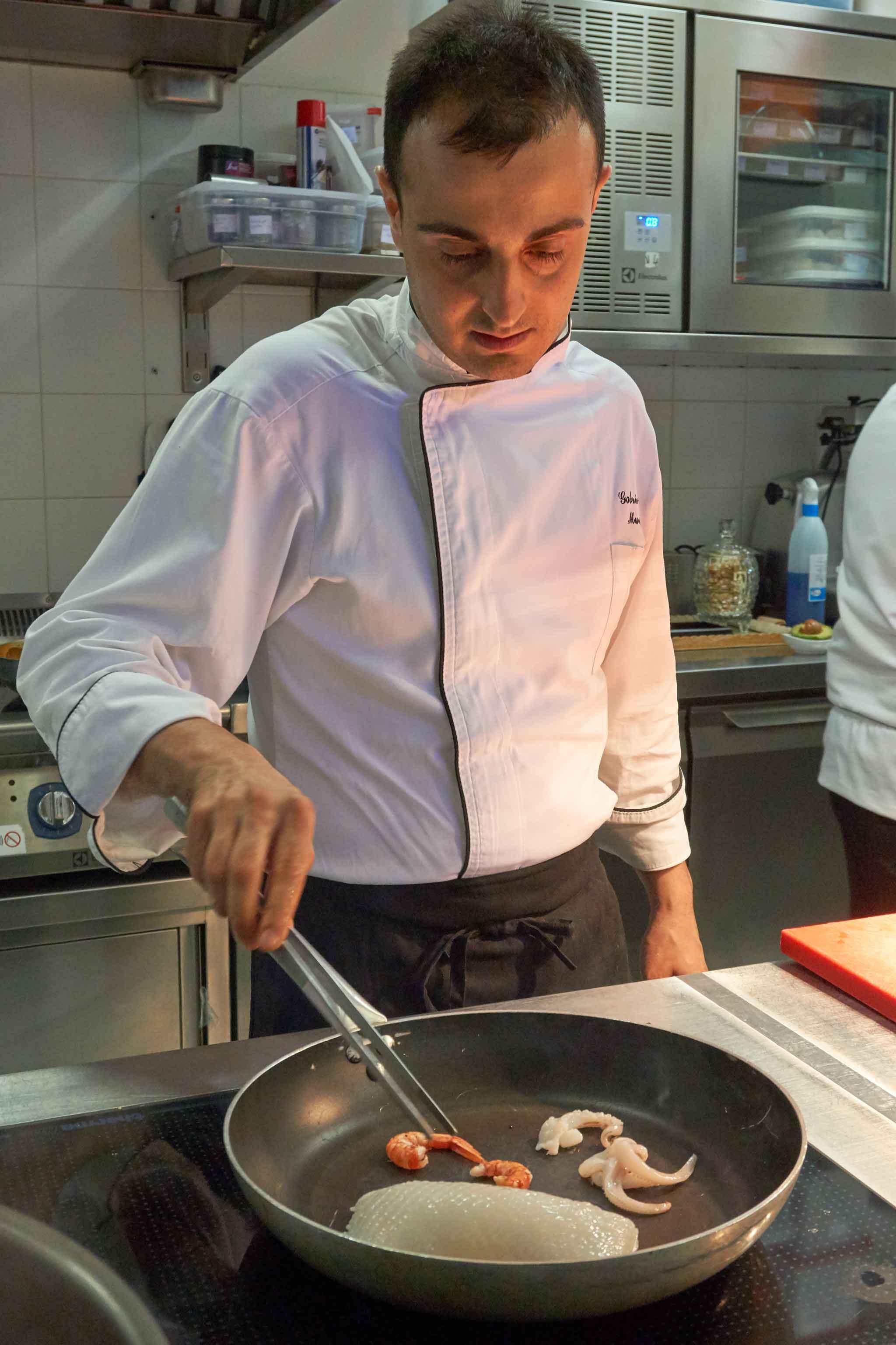 cuocere gamberi seppie padella