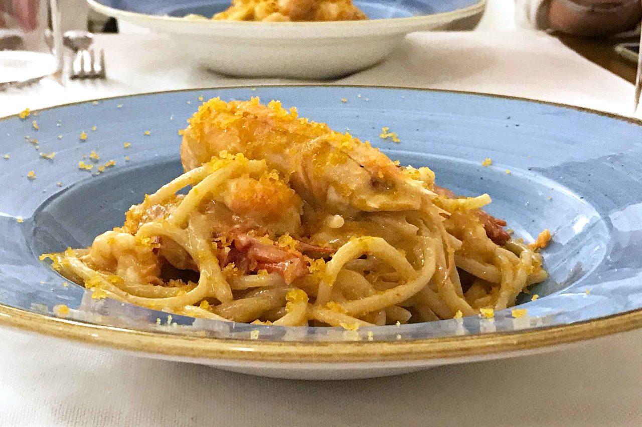 Spaghetti con gamberi rossi, scampi e bottarga
