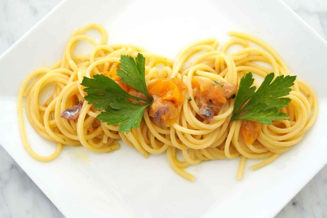 spaghetti pomodorini gialli alici menaica
