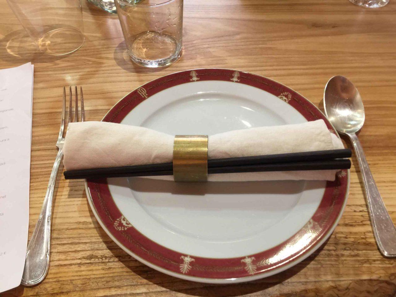 Wonton Milano ristorante cinese un posto apparecchiato