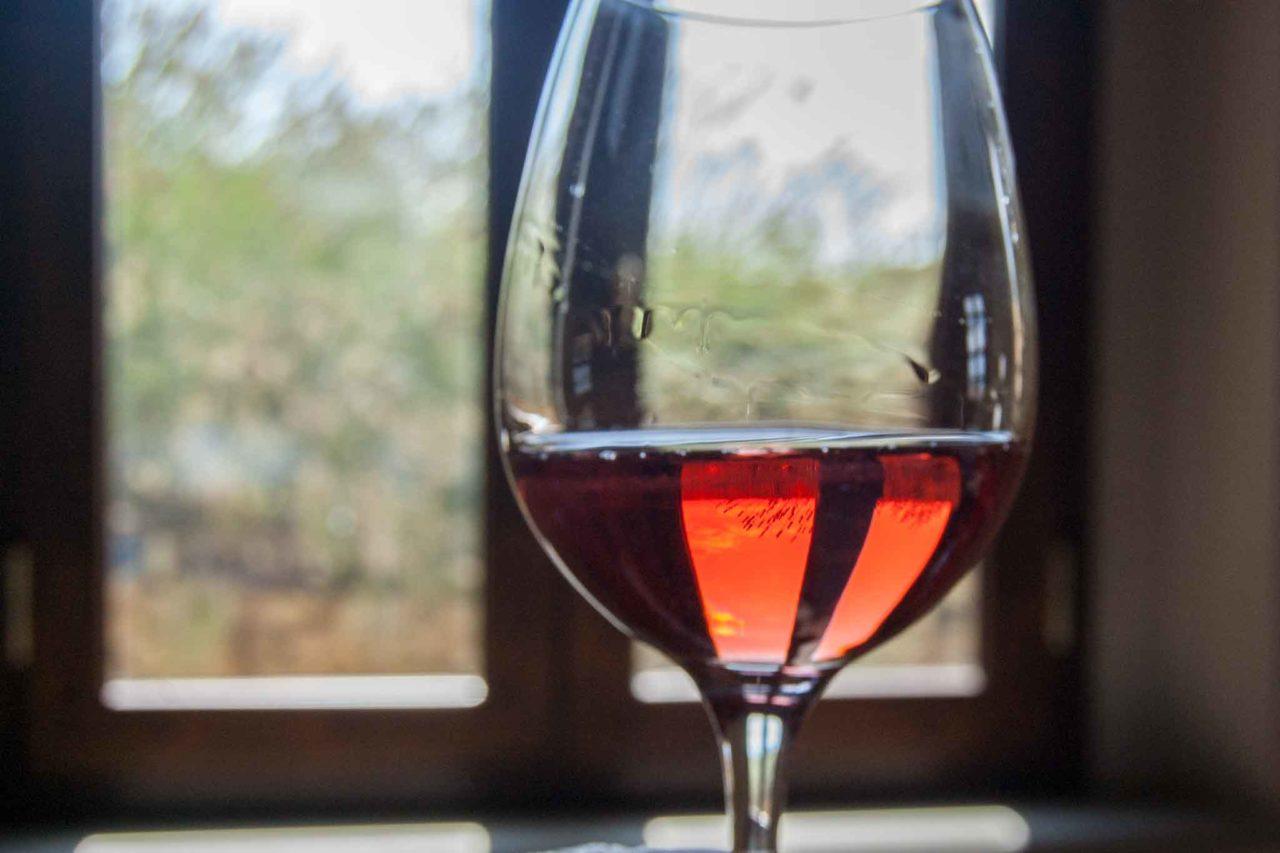 Vini rosè bicchiere finestra